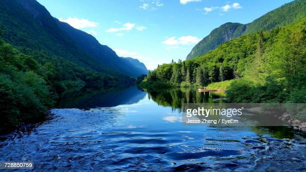 scenic view of river amidst mountains against sky - ケベック州 ストックフォトと画像