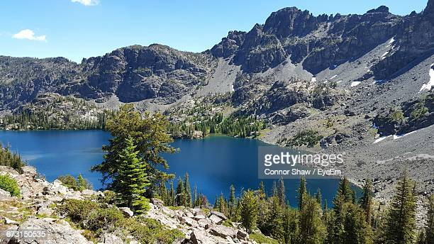 scenic view of river and mountains - heavens gate cult stock pictures, royalty-free photos & images