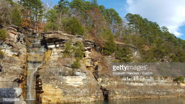 scenic view of river by mountains against sky - branson missouri stock pictures, royalty-free photos & images