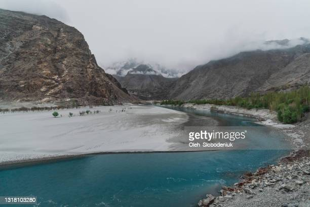 scenic view of river in mountains of northern pakistan - skardu stock pictures, royalty-free photos & images