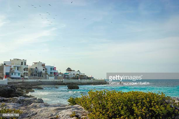scenic view of riviera maya against sky - isla mujeres ストックフォトと画像