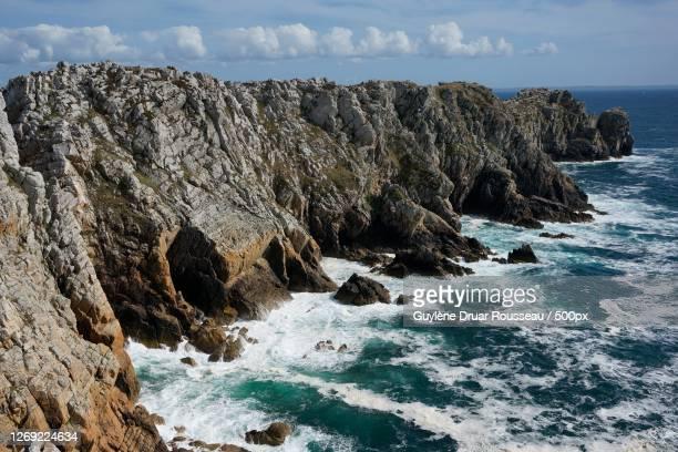 scenic view of rocks in sea against sky, camaret-sur-mer, france - littoral photos et images de collection