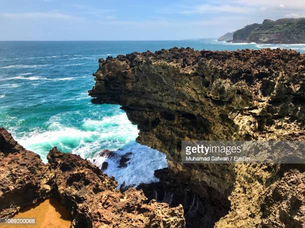 scenic view of rocks in sea against sky - cari stock pictures, royalty-free photos & images