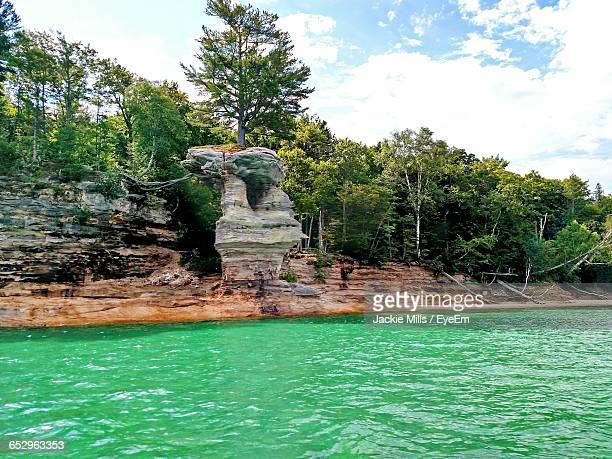 scenic view of rocky coastline against sky - pictured rocks national lakeshore stock pictures, royalty-free photos & images