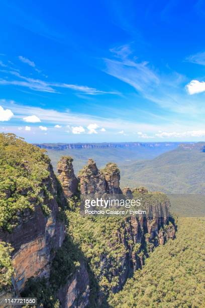 scenic view of rocky mountains against sky - katoomba stock pictures, royalty-free photos & images
