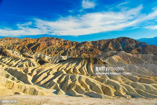 scenic view of rocky mountains at zabriskie point in death valley national park - death valley photos et images de collection