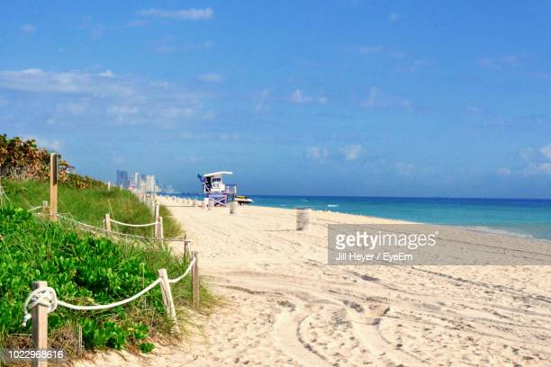 scenic view of sea against blue sky - gulf coast states stockfoto's en -beelden