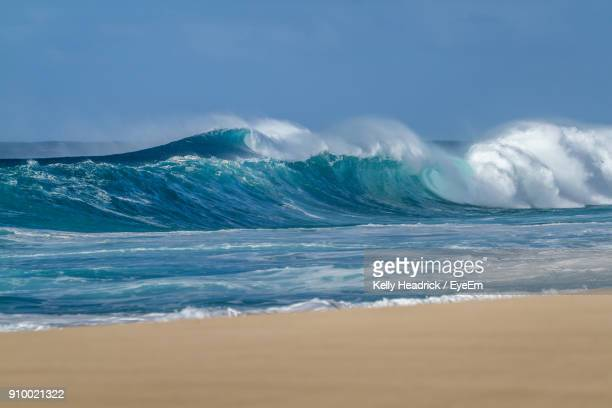 scenic view of sea against blue sky - haleiwa - fotografias e filmes do acervo