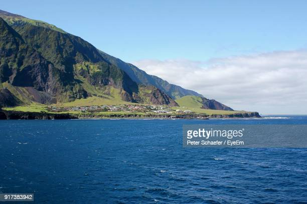 scenic view of sea against blue sky - tristan da cunha eiland stockfoto's en -beelden