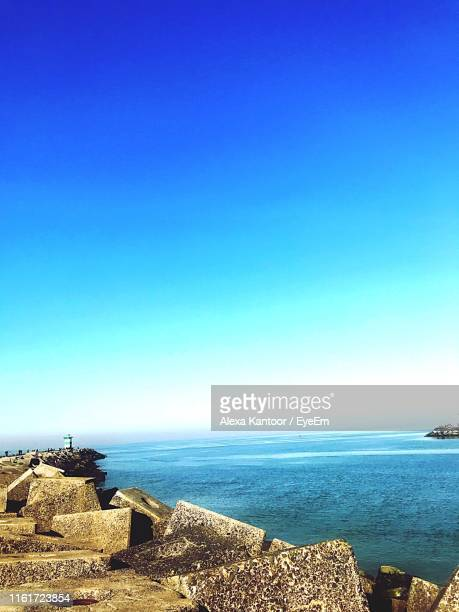 scenic view of sea against clear blue sky - kantoor imagens e fotografias de stock
