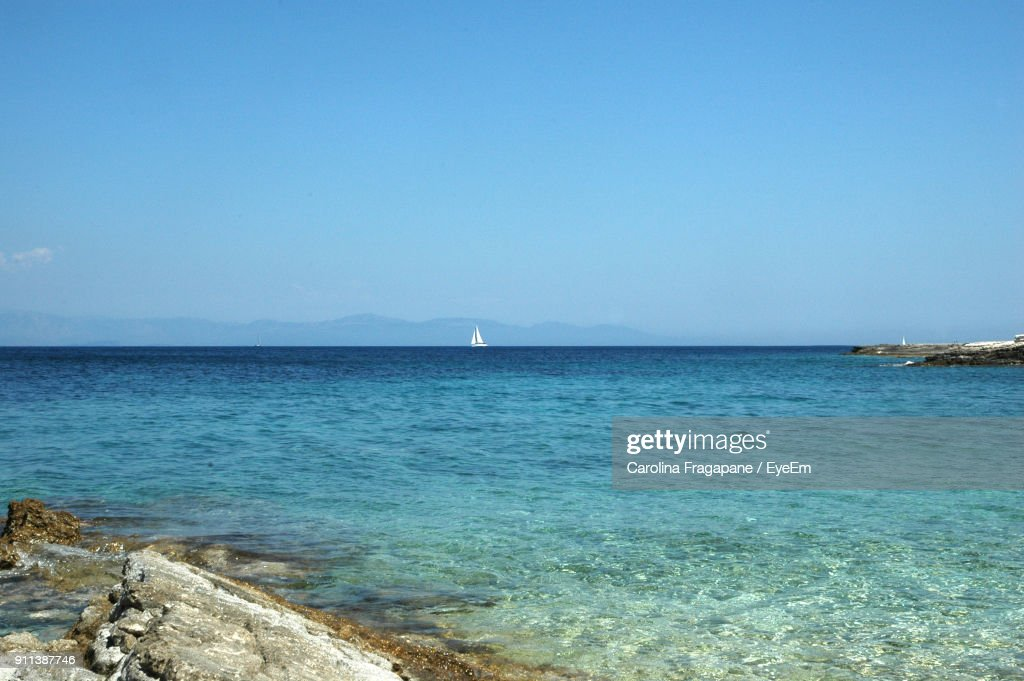 Scenic View Of Sea Against Clear Blue Sky : Foto stock