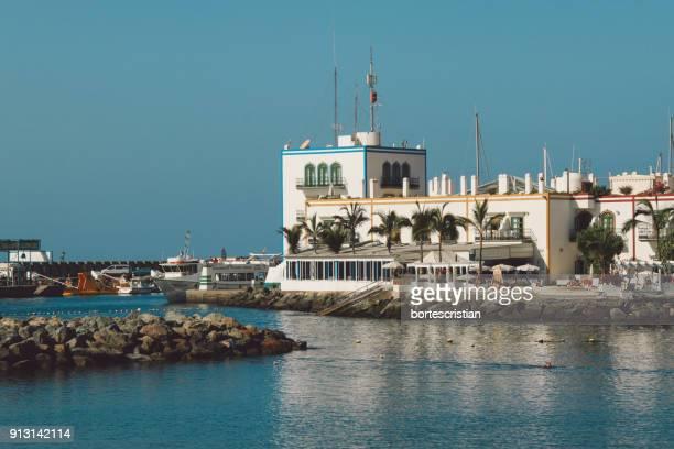 scenic view of sea against clear blue sky - bortes stockfoto's en -beelden