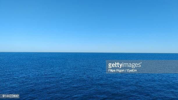 scenic view of sea against clear blue sky - mar - fotografias e filmes do acervo