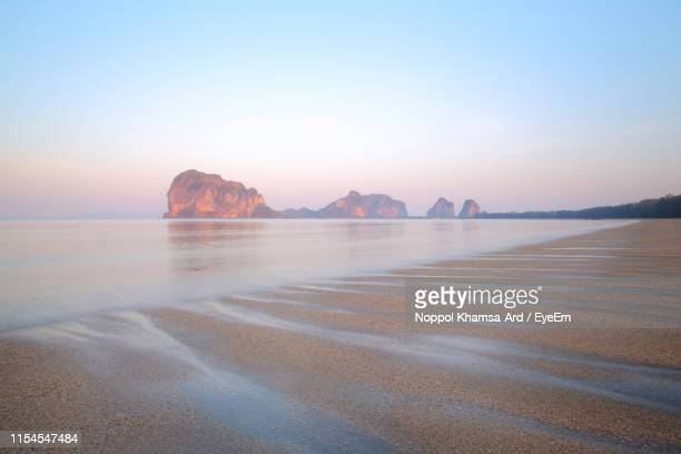 scenic view of sea against clear sky during sunset - ard blue hour stock-fotos und bilder