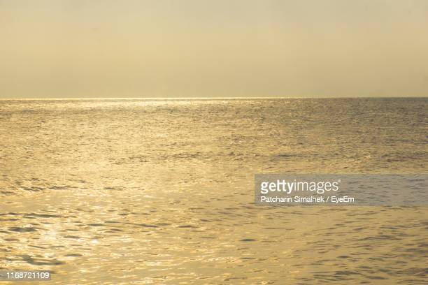 scenic view of sea against clear sky during sunset - thai mueang photos et images de collection