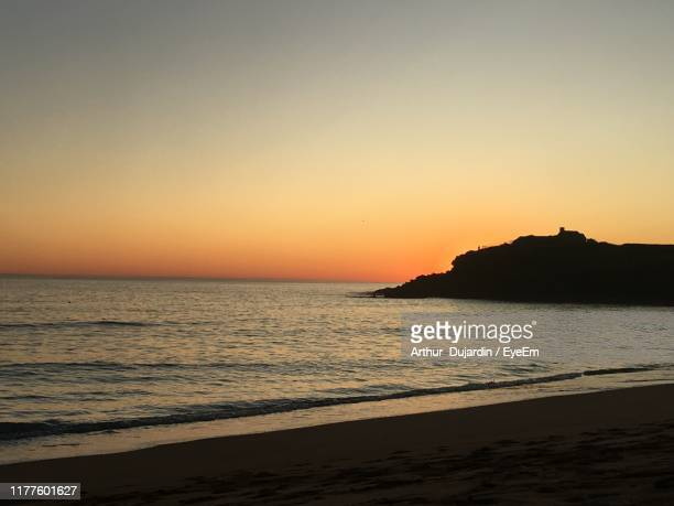 scenic view of sea against clear sky during sunset - arthur foto e immagini stock