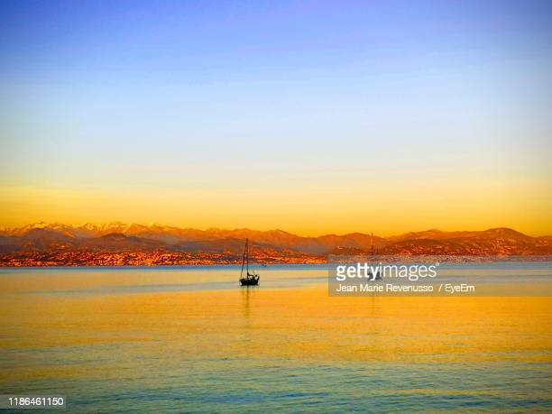 scenic view of sea against clear sky during sunset - アンティーブ ストックフォトと画像