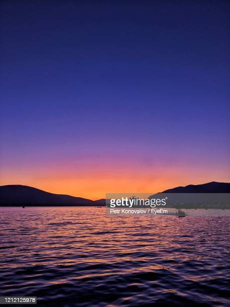 scenic view of sea against clear sky during sunset - hawaii inselgruppe stock-fotos und bilder