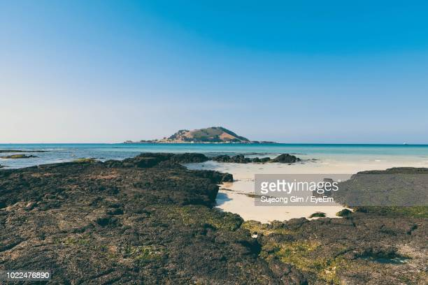 scenic view of sea against clear sky - jeju - fotografias e filmes do acervo