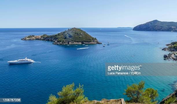 scenic view of sea against clear sky - pastore maremmano foto e immagini stock