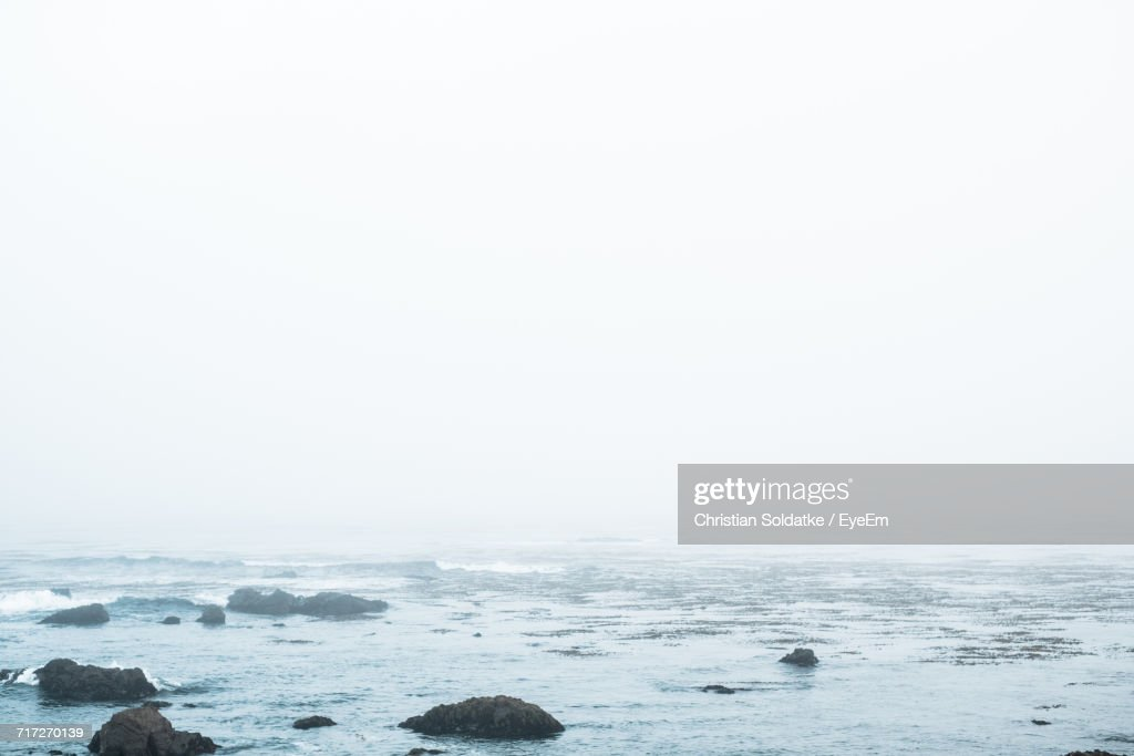 Scenic View Of Sea Against Clear Sky : Stock-Foto