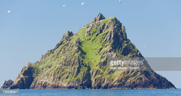 scenic view of sea against clear sky - skellig michael ストックフォトと画像