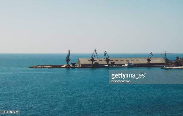 scenic view of sea against clear sky - bortes photos et images de collection