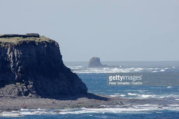 scenic view of sea against clear sky - tristan da cunha eiland stockfoto's en -beelden