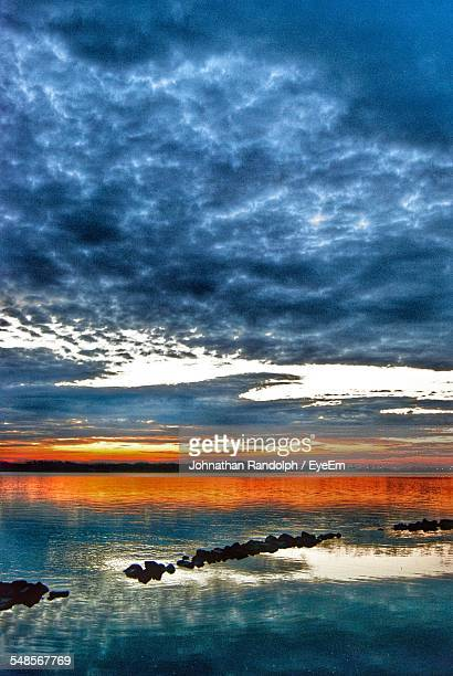 scenic view of sea against cloudy sky at sunset - ノースチャールストン ストックフォトと画像