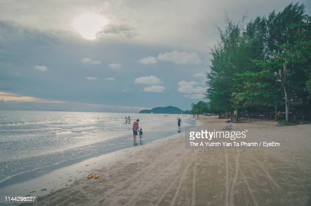 scenic view of sea against cloudy sky during sunset - chanthaburi stock pictures, royalty-free photos & images