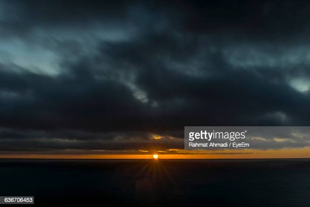 scenic view of sea against cloudy sky during sunset - rancho palos verdes stock pictures, royalty-free photos & images