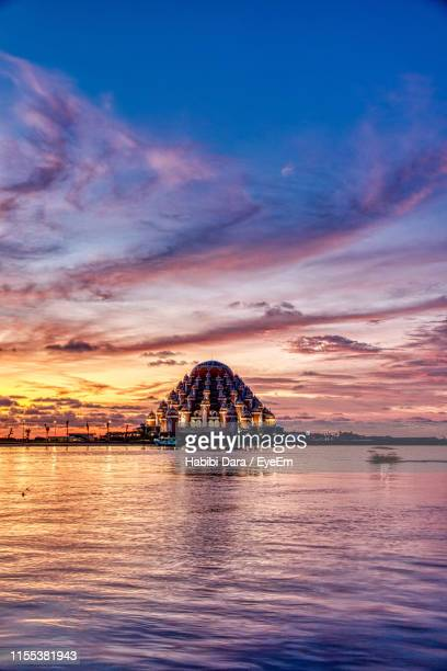 scenic view of sea against cloudy sky - makassar stock pictures, royalty-free photos & images