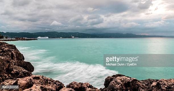 scenic view of sea against cloudy sky - montego bay stock pictures, royalty-free photos & images