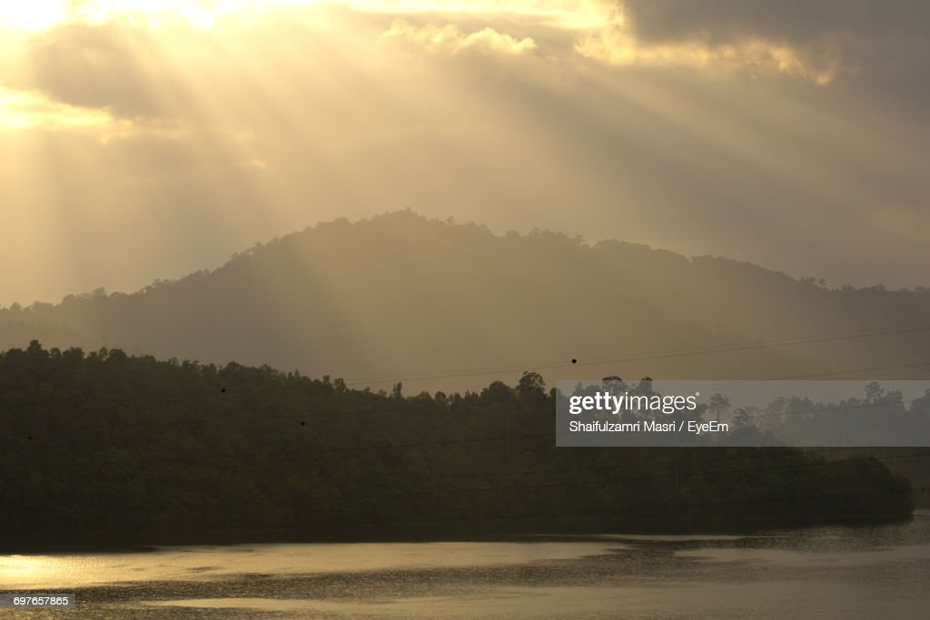 Scenic View Of Sea Against Cloudy Sky : Stock Photo