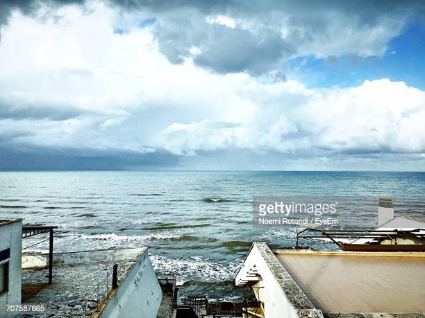 scenic view of sea against cloudy sky - noemi foto e immagini stock