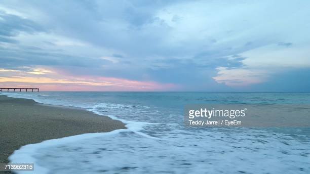 scenic view of sea against cloudy sky - vero beach stock pictures, royalty-free photos & images