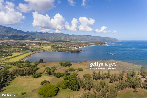 scenic view of sea against cloudy sky - haleiwa - fotografias e filmes do acervo