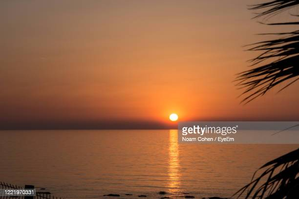 scenic view of sea against romantic sky at sunset - noam cohen stock pictures, royalty-free photos & images