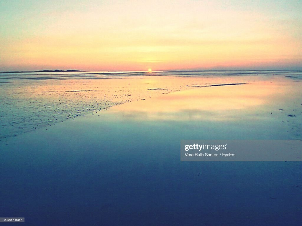 Scenic View Of Sea Against Sky At Morning : Stock Photo