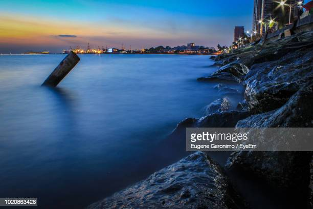 scenic view of sea against sky at sunset - geronimo foto e immagini stock