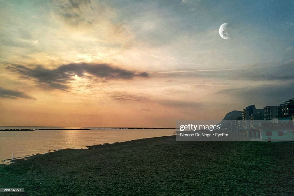 Scenic View Of Sea Against Sky At Sunset : Foto stock