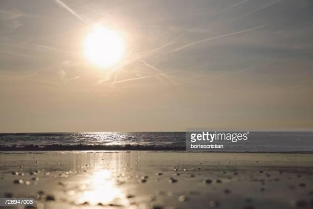 scenic view of sea against sky at sunset - bortes imagens e fotografias de stock