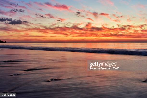 scenic view of sea against sky at sunset - ウィランガ ストックフォトと画像