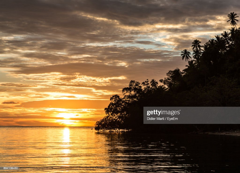 Scenic View Of Sea Against Sky At Sunset : Stock Photo
