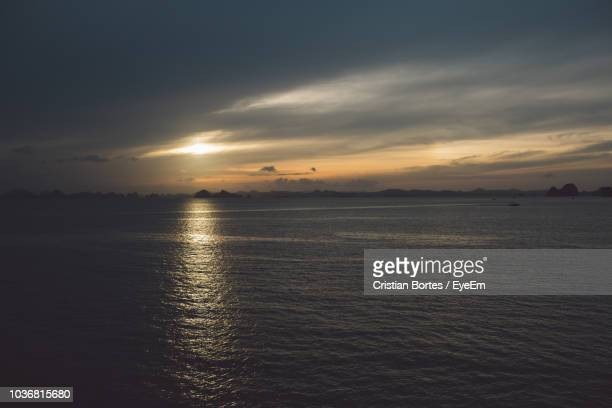 scenic view of sea against sky during sunset - bortes stockfoto's en -beelden