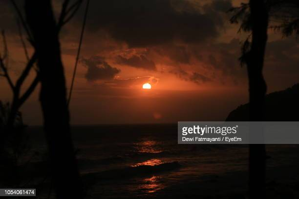 scenic view of sea against sky during sunset - dewi fatmayanti stock photos and pictures