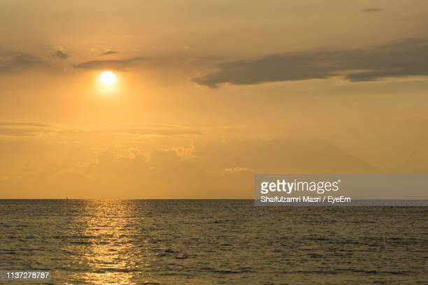 scenic view of sea against sky during sunset - shaifulzamri foto e immagini stock