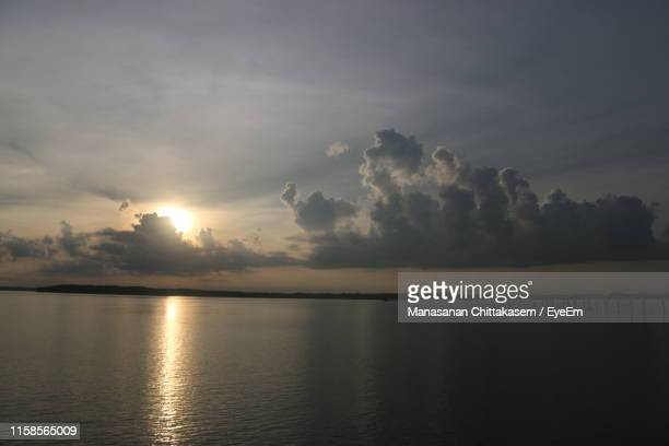 scenic view of sea against sky during sunset - chanthaburi sea stock pictures, royalty-free photos & images