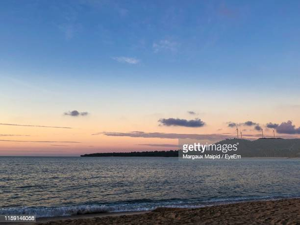scenic view of sea against sky during sunset - margaux stockfoto's en -beelden
