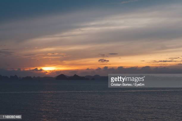 scenic view of sea against sky during sunset - bortes photos et images de collection
